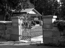 Friedhofstor des Gaugenwalder Friedhofs in Zwerenberg
